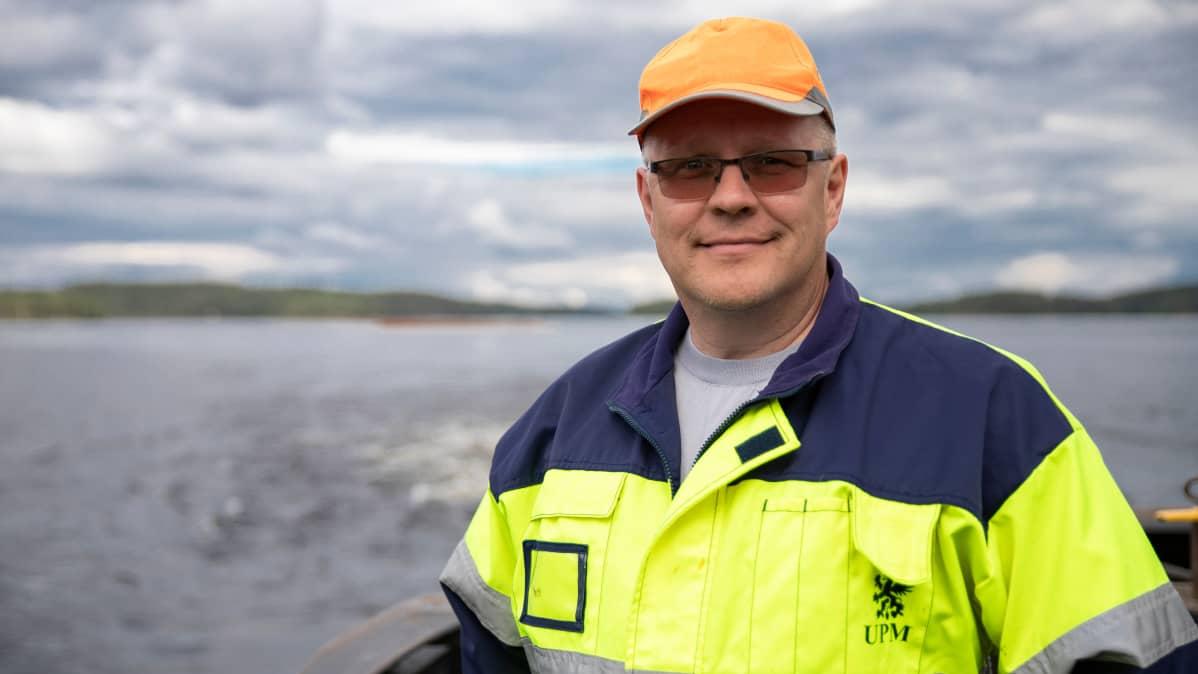 Järvi-Suomen uittoyhdistyksen uittopäällikkö Esa Korhonen.