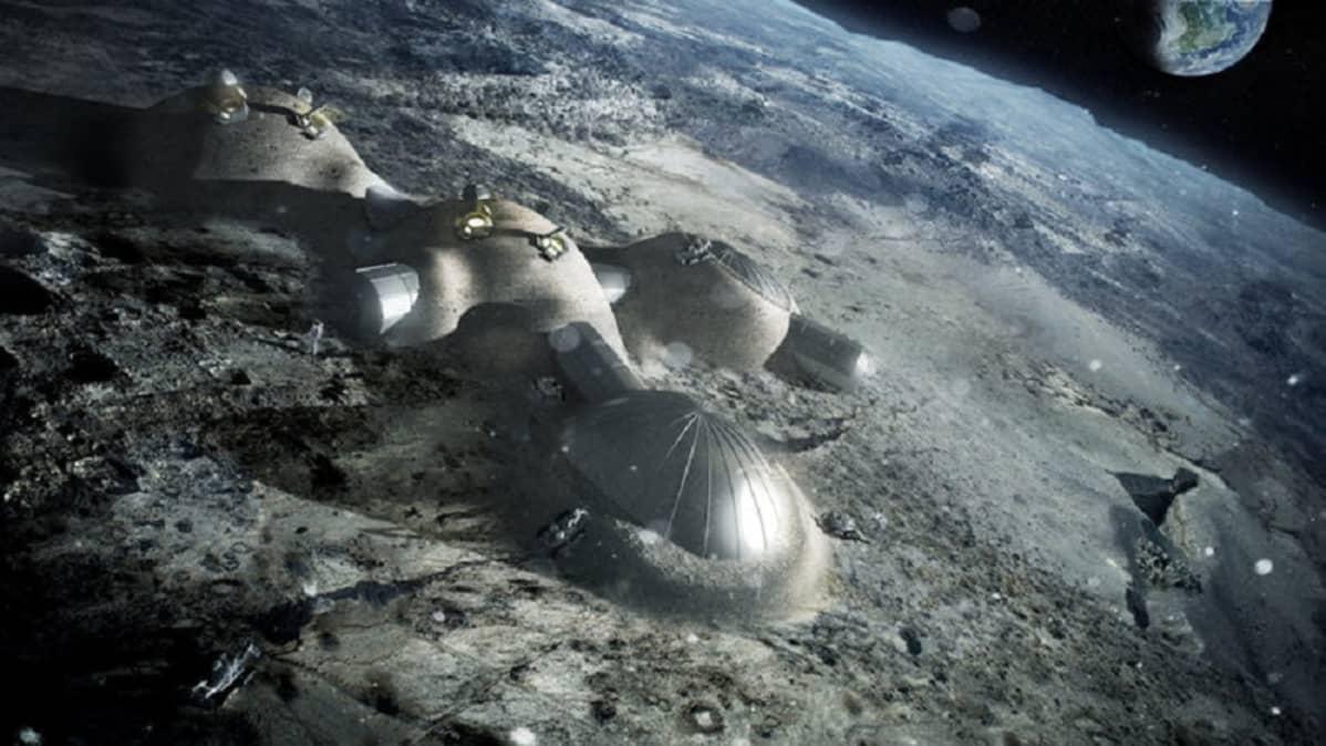 Useita kumpumaisia rakennuksia, joita yhdistävät käytävät. Taustalla Kuun kaareva pinta ja avaruudessa maapallo.
