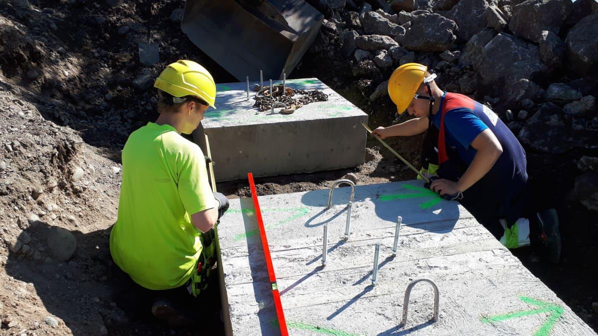 Kehykselle tehdään betonivalu