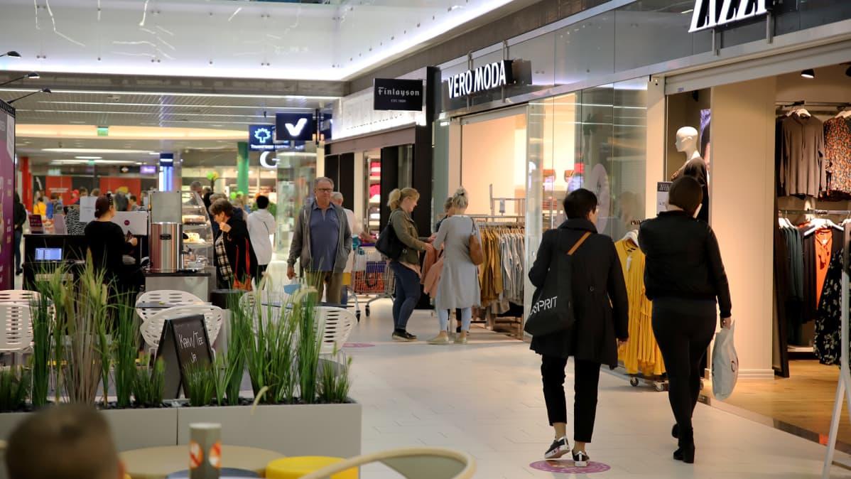 Kauppakeskus Veturi tukee yrityksiä koronakriisin keskellä – ei peri vuokraa kahviloilta ja ravintoloilta
