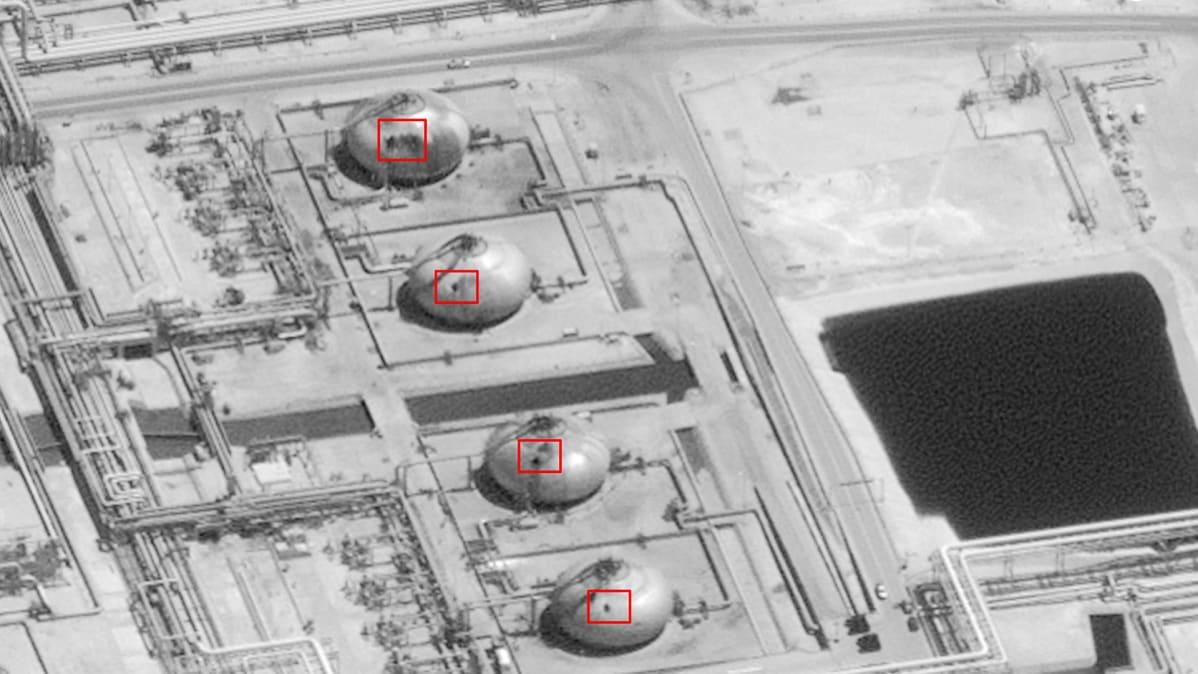 Yhdysvaltain liittovaltion hallinnon ja DigitalGloben 15. syyskuuta jakama satelliittikuva Aramcon öljykentille tehdystä iskusta Saudi-Arabiassa 14. syyskuuta.