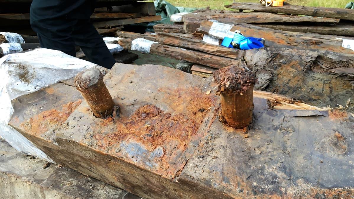 Hahtiperän hylyn osat oli liitetty toisiinsa puutappiliitoksilla.