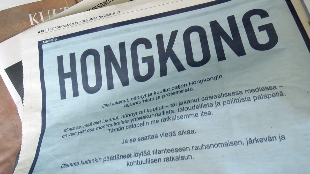 Kiinan kansantasavallan Hongkongin erityishallintoalueen koko sivun mainos Helsingin Sanomissa 29. syyskuuta.