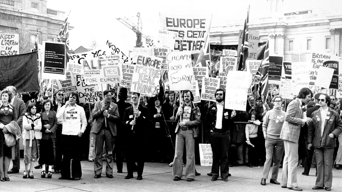 Mielenosoitus yhteisten markkinoiden puolesta Trafalgarin aukiolla Lontoossa vuonna 1975.