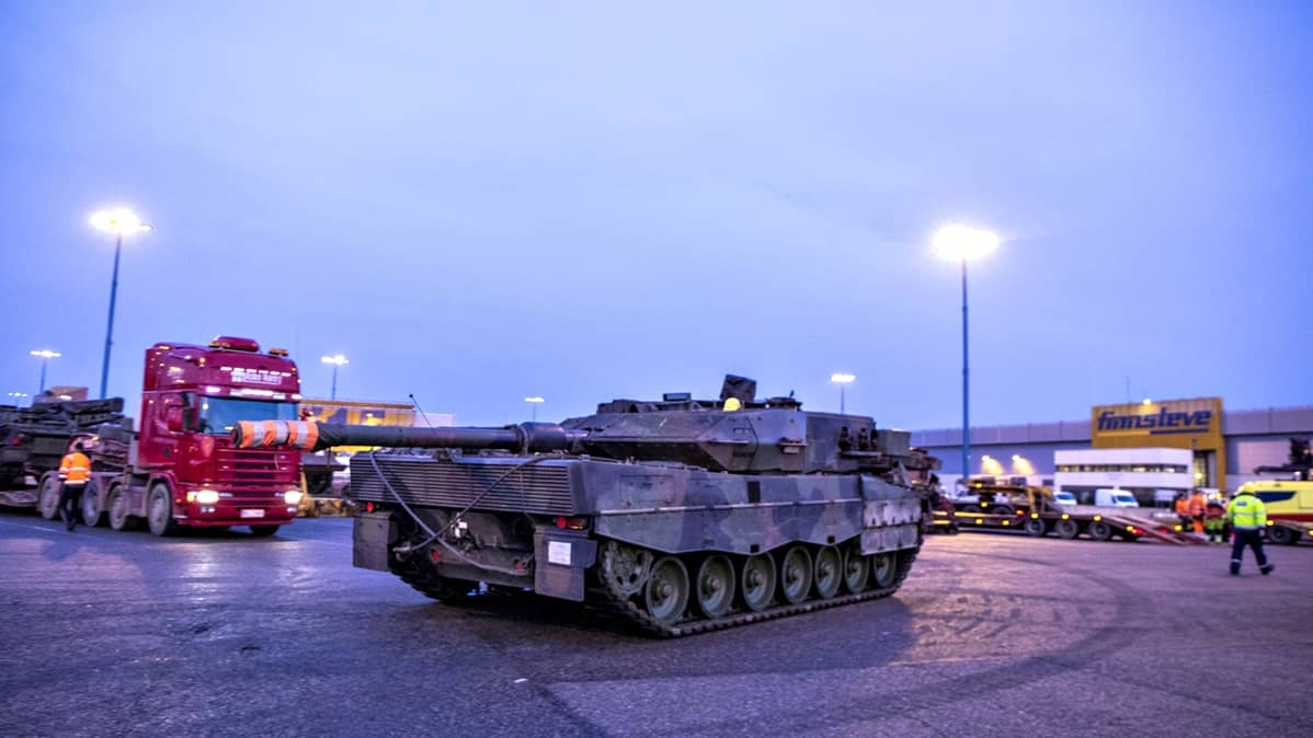 Leopard 2A6 -taistelupanssarivaunu Vuosaaren satamassa perjantaiaamuna 25. lokakuuta 2019.