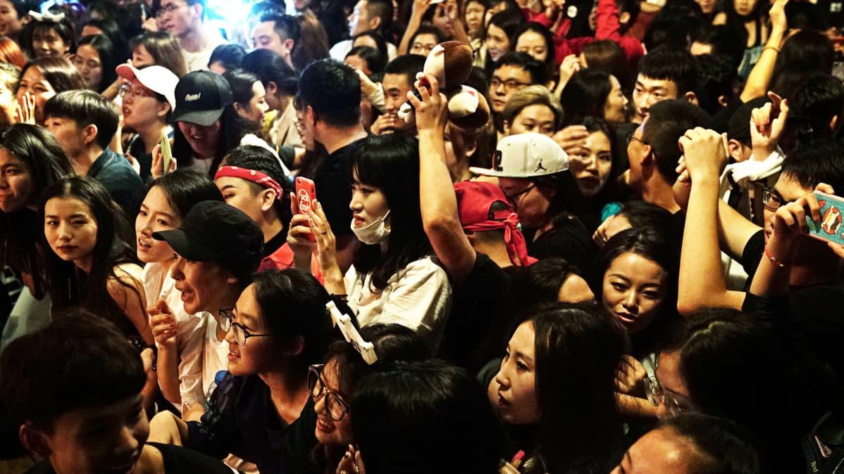 Yleisöä.
