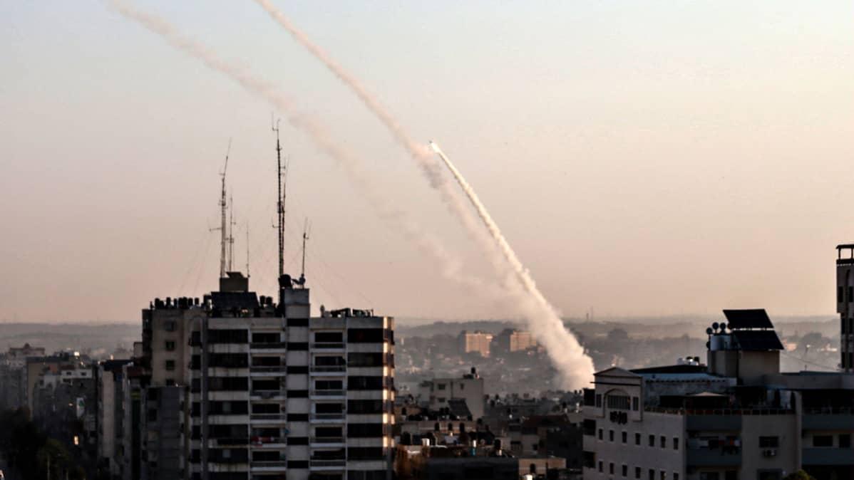 Palestiinalaisten ampuma raketti Israelin suuntaan tiistaiaamuna 12. marraskuuta 2019.