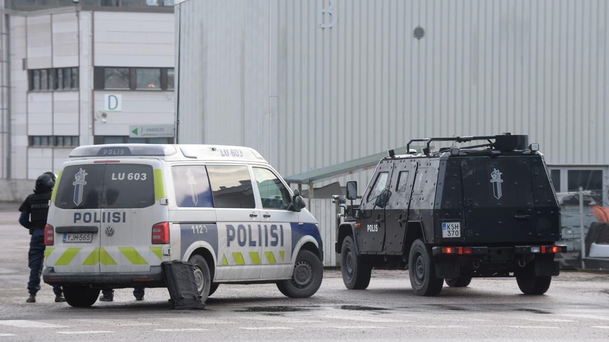 Poliisioperaatio Algol Chemicalsin tiloissa Espoossa 16. joulukuuta.