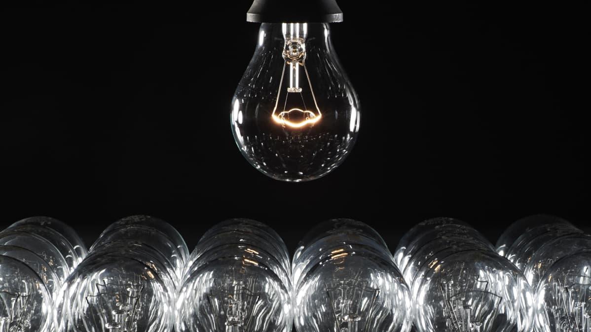 Yhdysvallat hyllytti hehkulamppujen kiellon: Tulisi kalliiksi kuluttajille