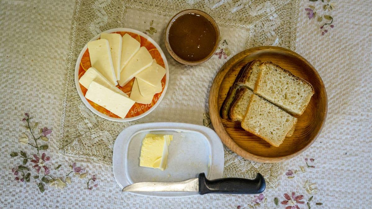 Leipää, juustoa