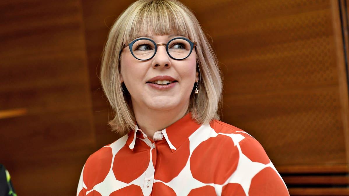 Sosiaali- ja terveysministeri Aino-Kaisa Pekonen