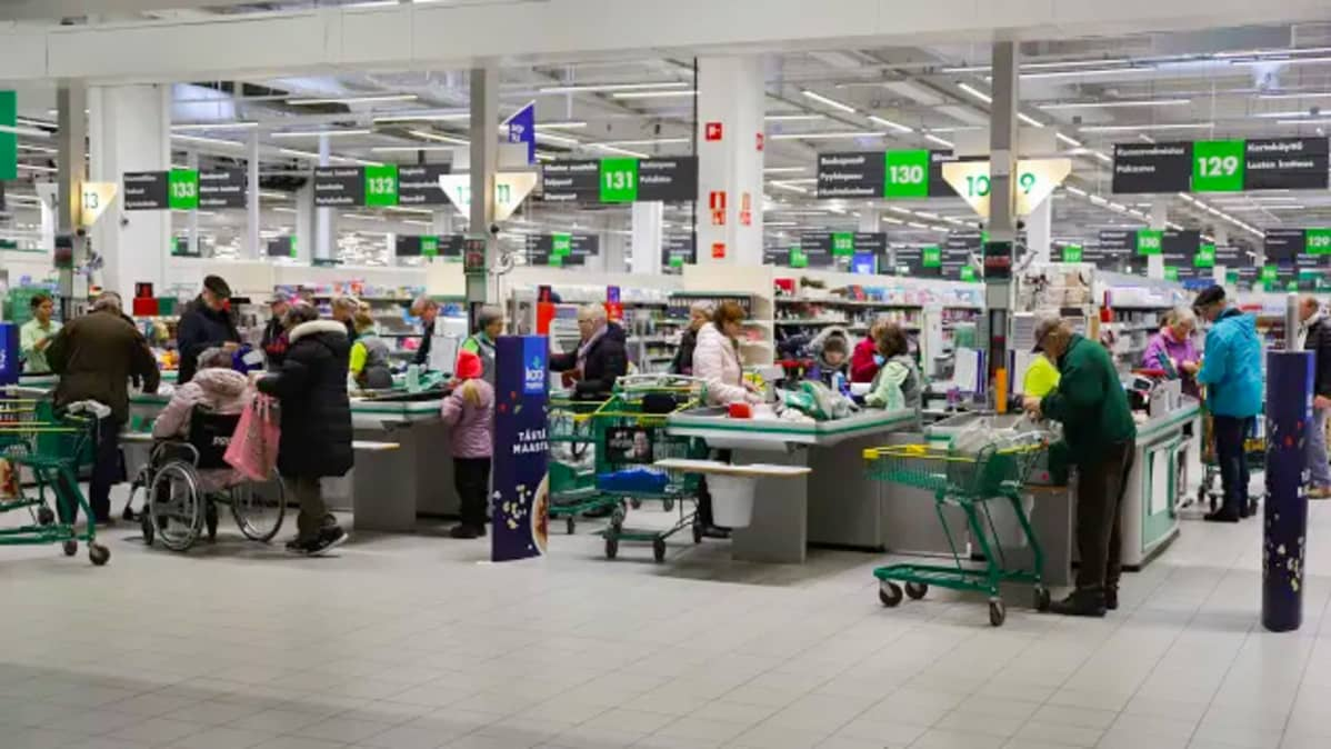 Heti kun koronarajoitusten purkamisesta on alettu puhua, kaupoissa on asiakkaita kuin entiseen malliin.