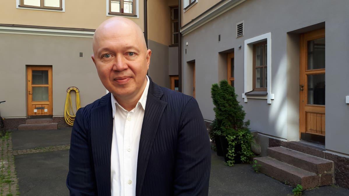 Helsingin Juhlaviikonlopun taiteellinen johtaja Marko Ahtisaari.