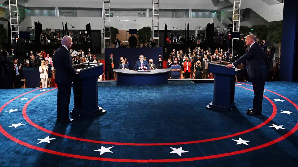 Presidentti Donald Trump ja entinen varapresidentti Joe Biden kohtasivat ensimmäisessä vaaliväittelyssään Clevelandissa. Väittelyn puheenjohtajana toimi konservatiivisen Fox News -uutiskanavan uutisankkuri Chris Wallace.