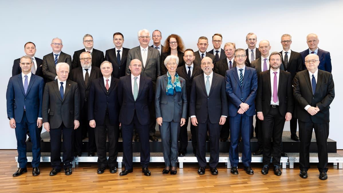 Kuvassa poseeraa EKP:n ylin johto.