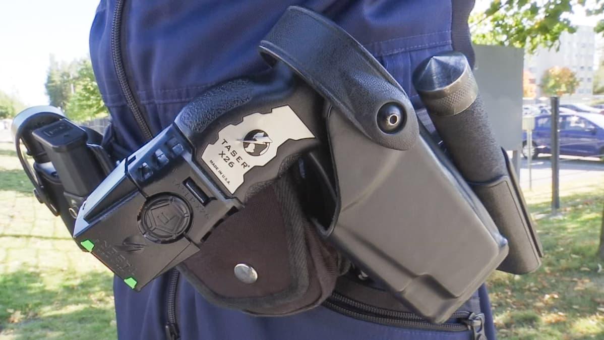 Poliisin asevyö.