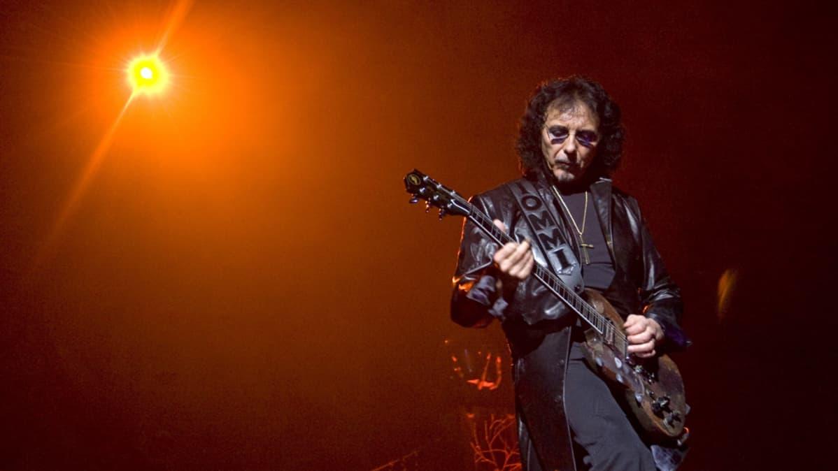 """Tony Iommi """"Heaven and Hell"""" -yhtyeen kiertueella Oslossa vuonna 2009."""