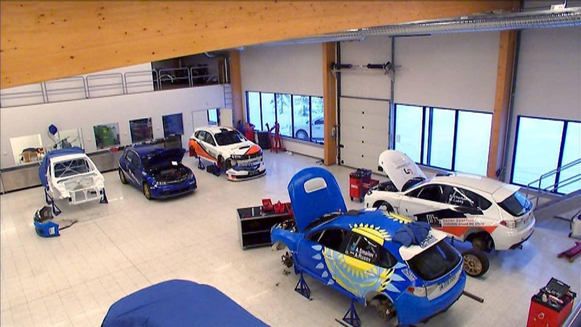 Tommi Mäkinen Racingin tuotantotiloja Puuppolassa.