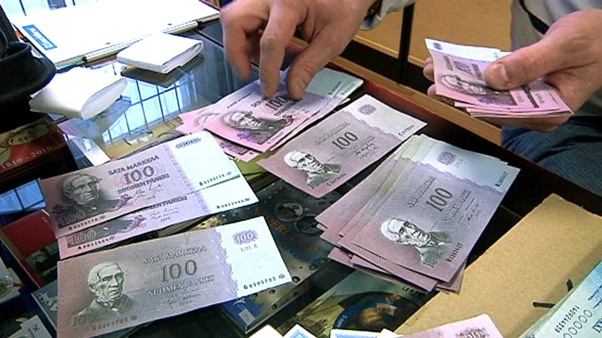 Sadan markan seteleitä.