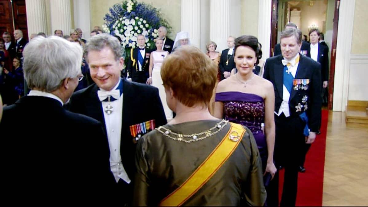 Sauli Niinistö ja Jenni Haukio presidentin itsenäisyyspäivän vastaanotolla joulukuussa 2011.