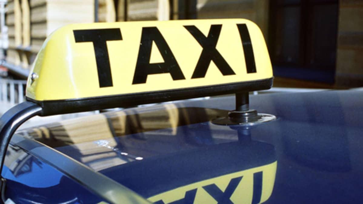 Taksipulaa ilmenee linja-ja rautieasemalla, kertoo nettikysely Lahdessa.
