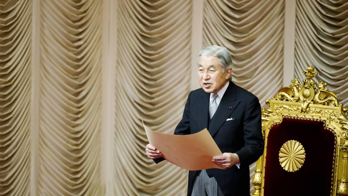 Japanin keisari Akihito Tokiossa valtiopäivien avajaistilaisuudessa 24. tammikuuta 2012.