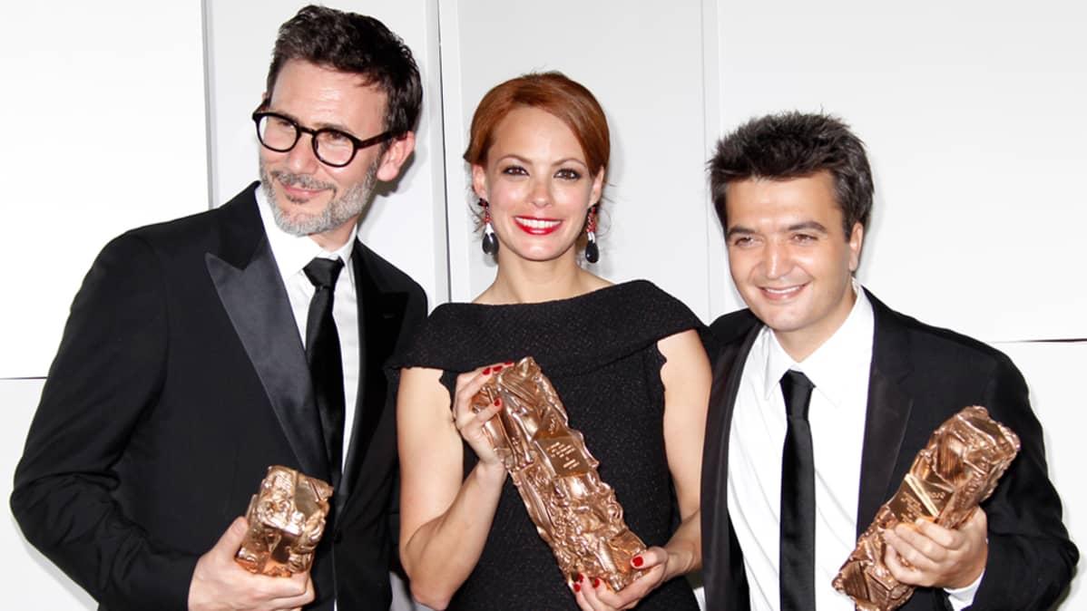 The Artist elokuvasta ohjaaja Michel Hazanavicius (vasemmalla), näyttelijä Berenice Bejo ja tuottaja Thomas Langmann.