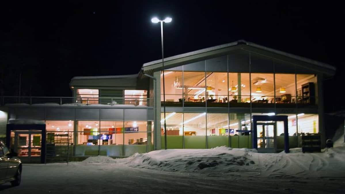 Pentik Oy:n tehtaanmyymälä Posiolla