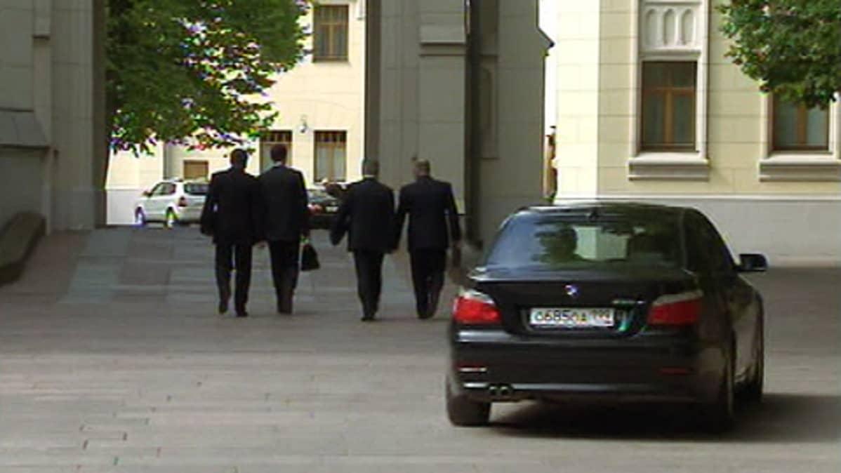 Yhdysvaltain neuvottelijat saapuivat neuvottelupaikalle Moskovassa.