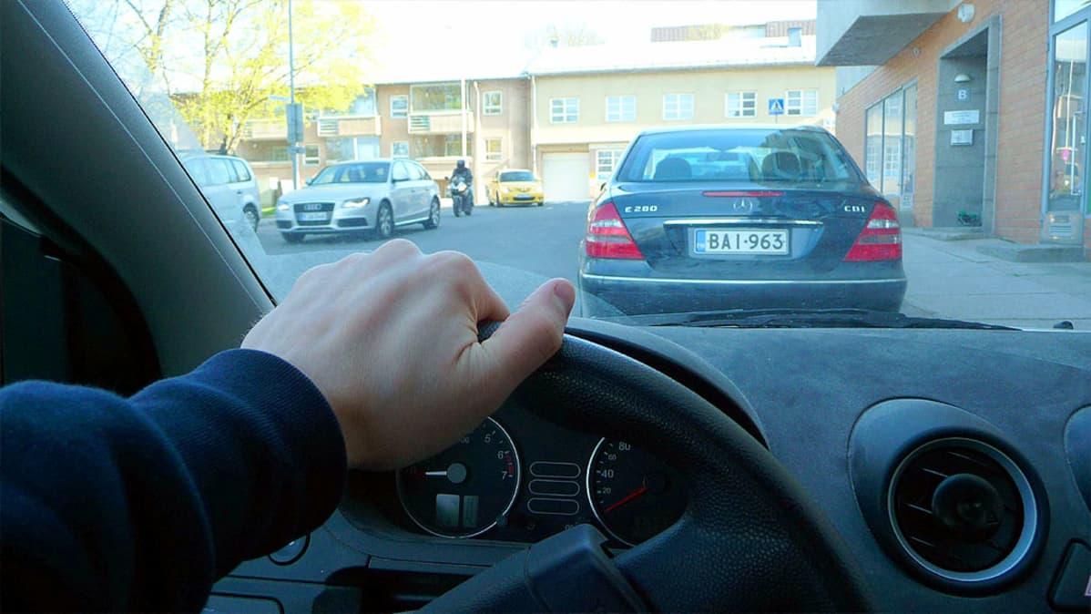 Nuorten rattijuopumuksiin ryhdytään puuttumaan välittömästi Jyväskylässä.
