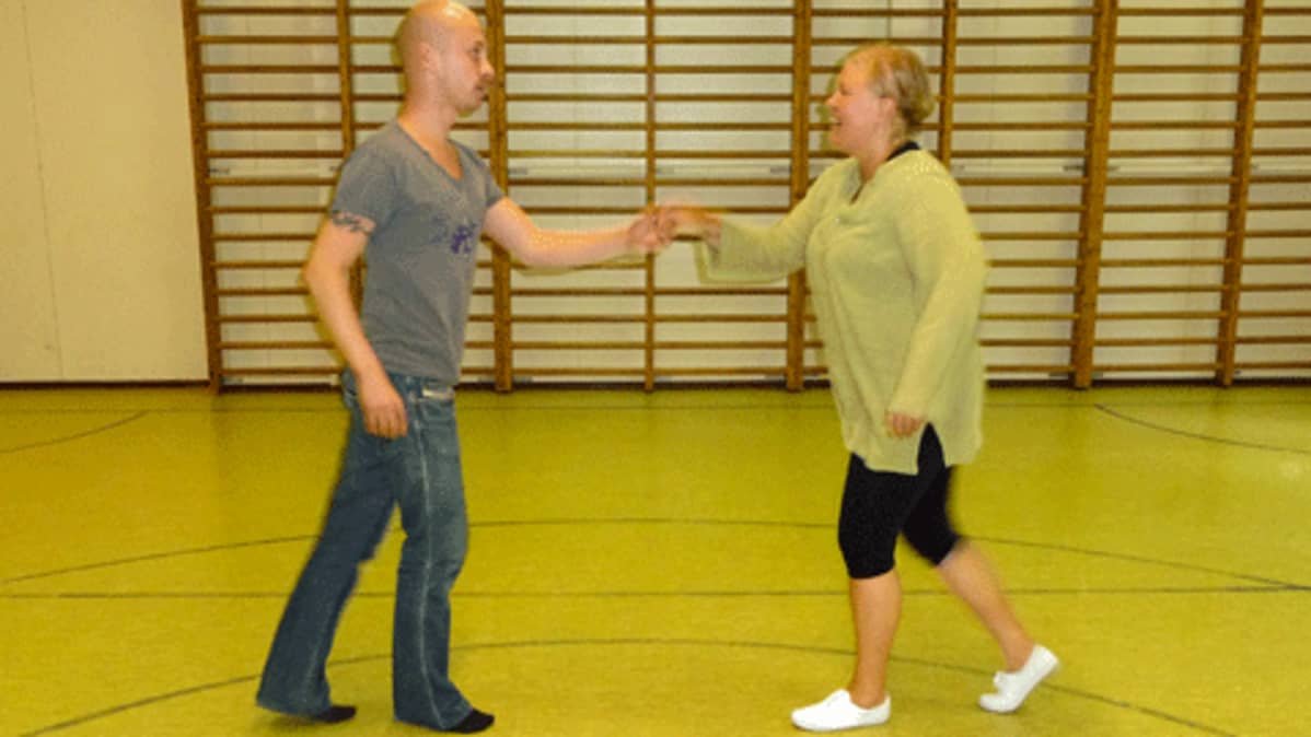 Tanssiliikunta ryhmätunnit joissa tanssitaan ilman paria: