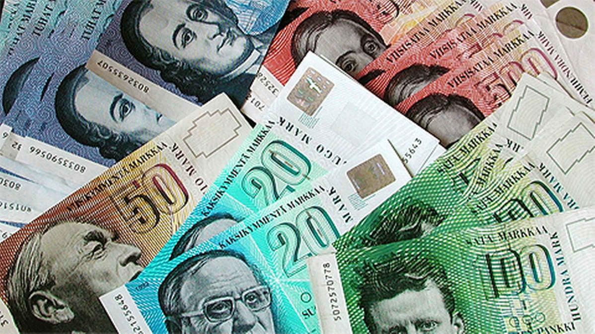 20, 50, 100, 500 ja 1000 Suomen markan seteleitä vuodelta 2001.