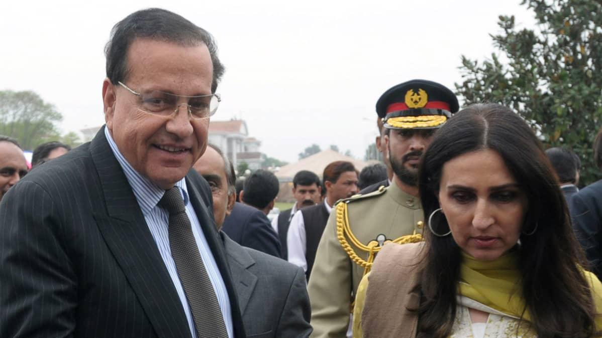Punjabin provinssin kuvernööri Salman Taseer ja hänen vaimonsa 2009.