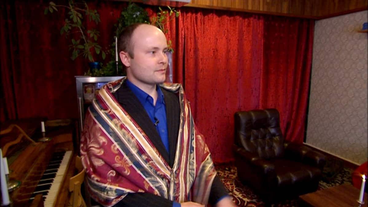 Silverbankin perustaja Risto Pietilä Silverklubin tiloissa.
