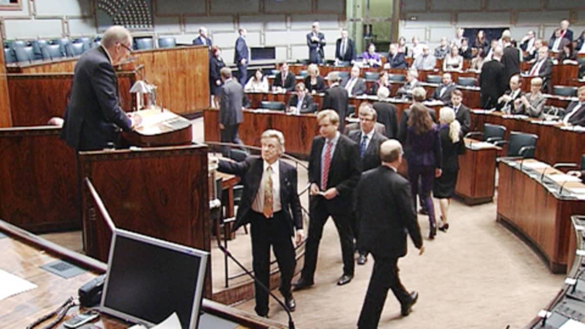 Uusi eduskunta äänestää puhemiehestään keskiviikkona.