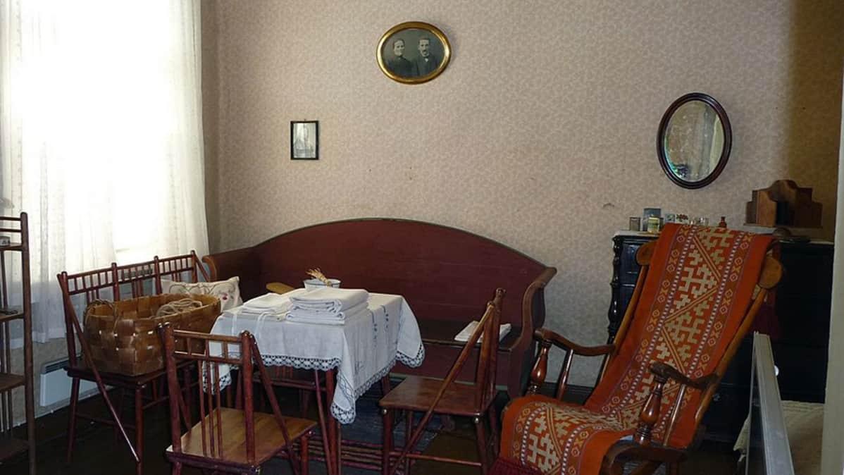 Amurin työläismuseokorttelin asuinhuone.