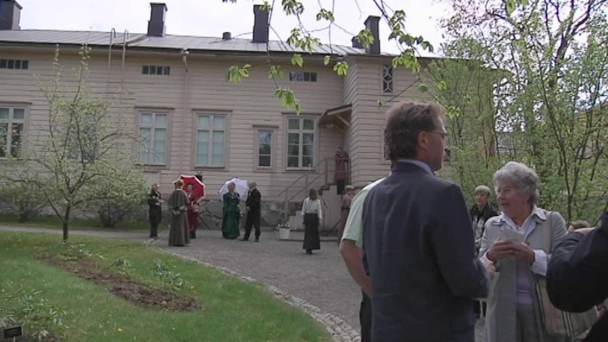 Puutarhajuhlat Palanderin talossa
