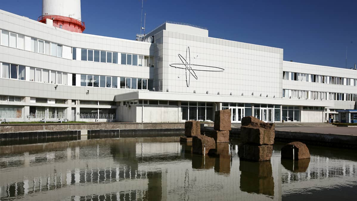 Sosnyvoi Borin ydinvoimalan julkisivu.