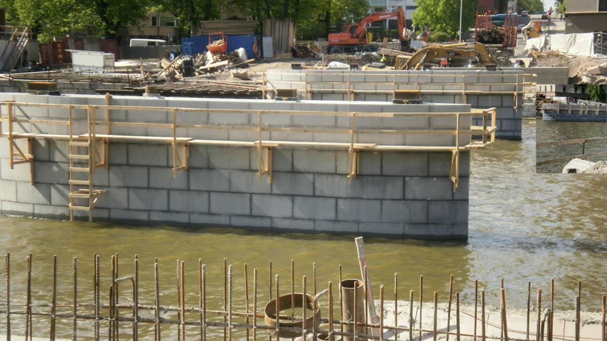 Myllysillan rakennustyömaa kesäkuun alussa 2011.