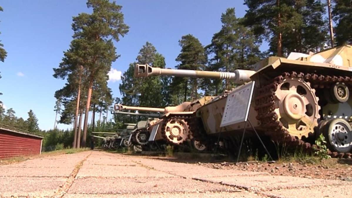 Panssarivaunut Panssarimuseolla