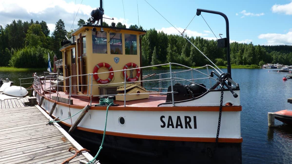 Perinnelaivarekisteriin valittu m/s Saari.
