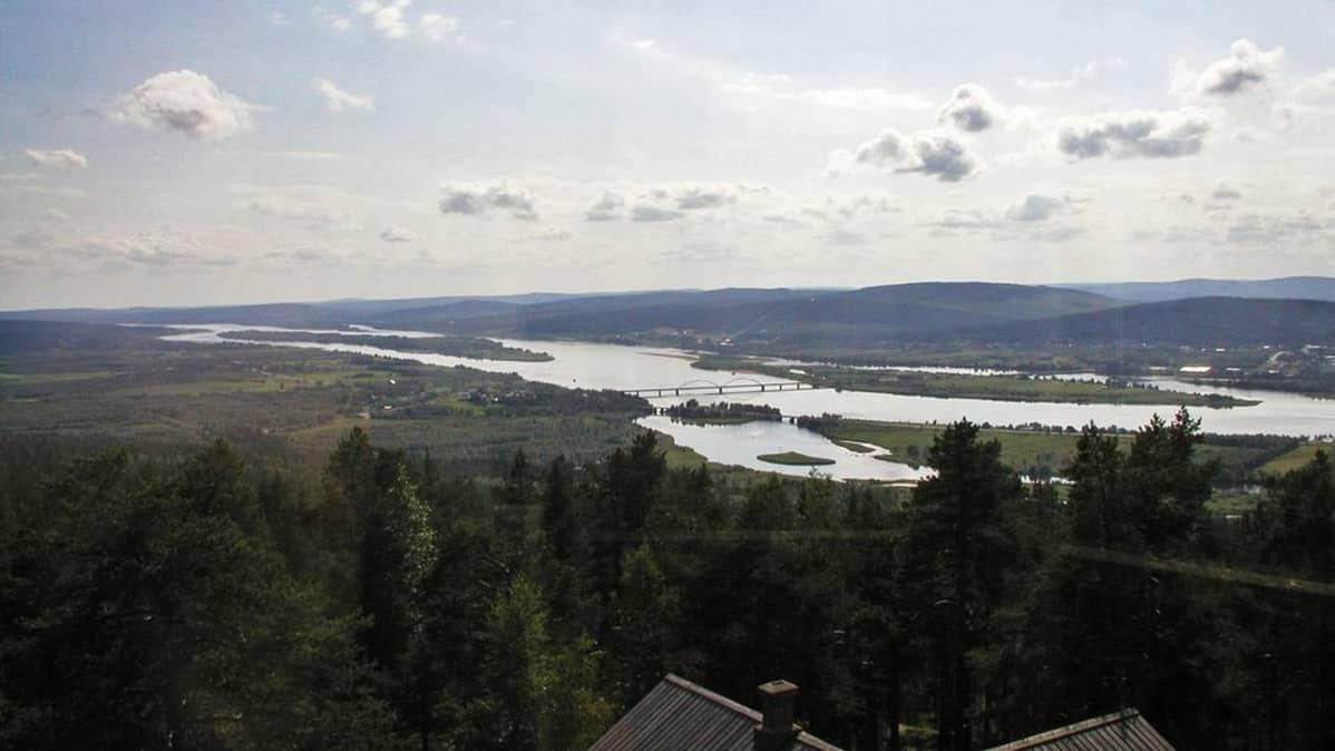 Tornionjoki Aavasaksan näkötornista nähtynä