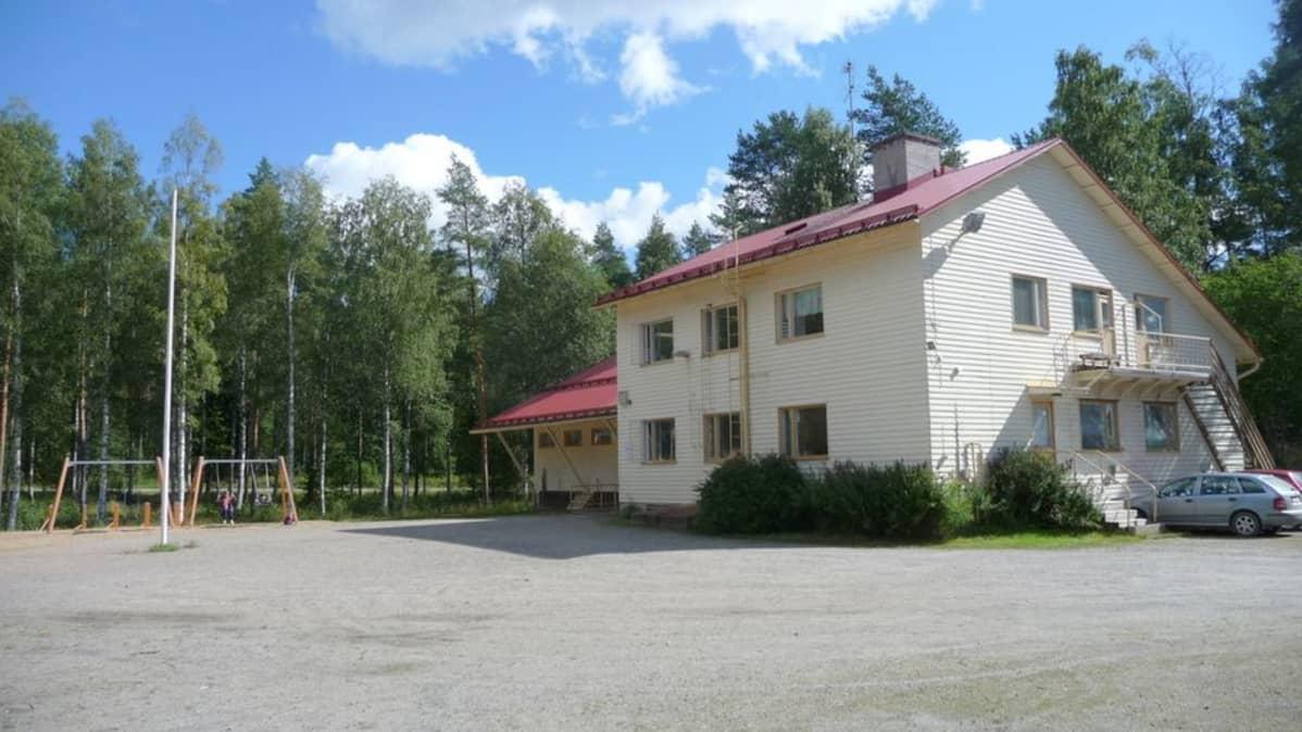 Kemppaanmäen koulu Syvänniemellä.
