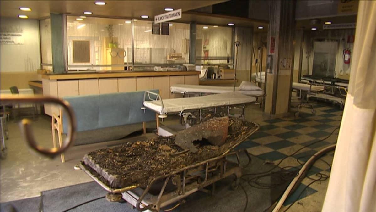 Palanut sairaalasänky.