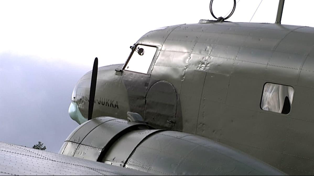 DC-2:n nokassa on jo nähtävissä kuuluisamman DC-3:n muodot.