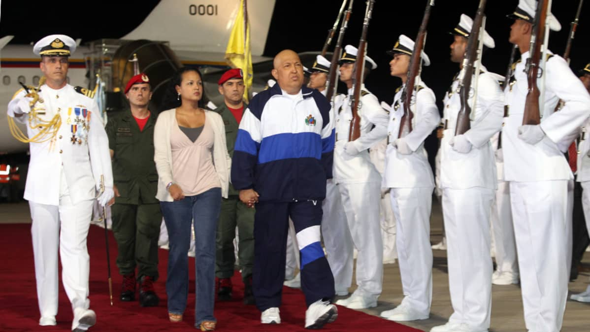 Venezuelan presidentti Hugo Chavez palasi takaisin Kuubasta.