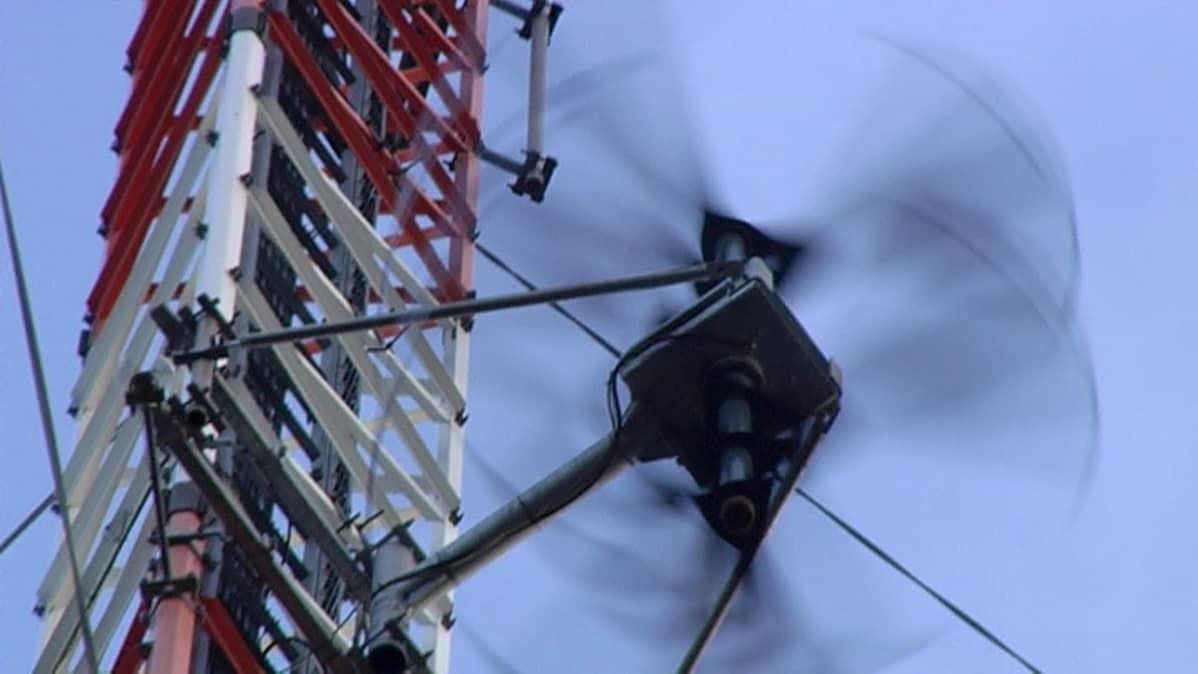 Tuulivoimala linkkimastossa