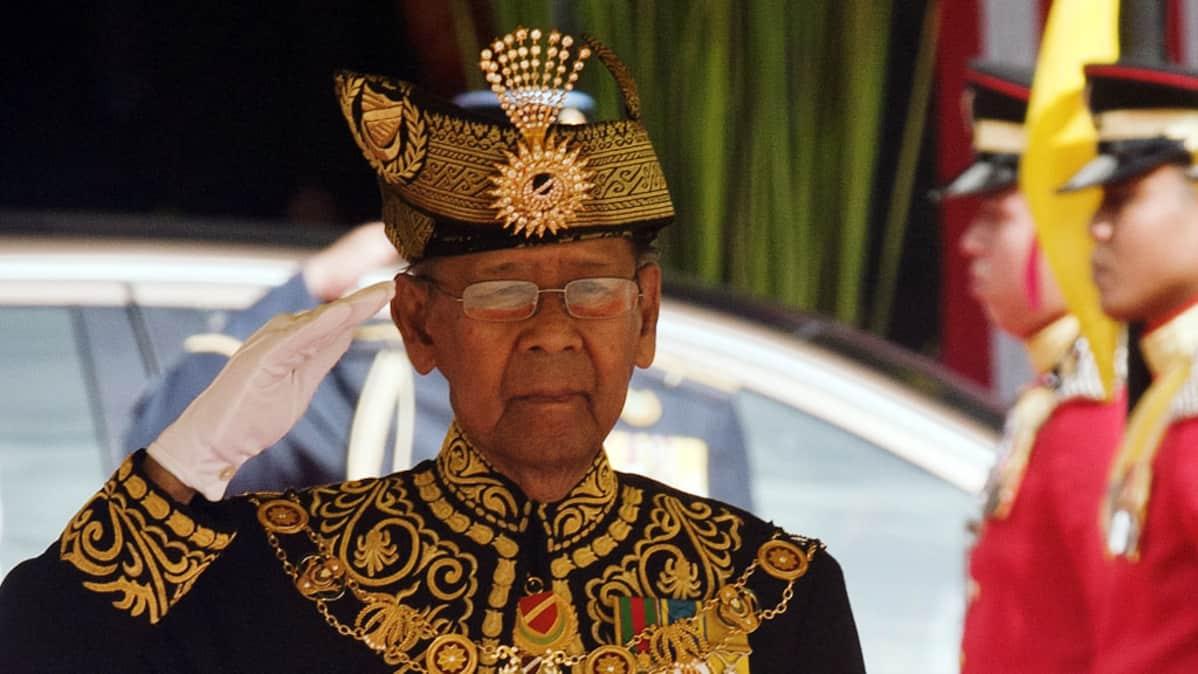 Malesian kuningas sulttaani Abdul Halim Mu'adzam Shah.