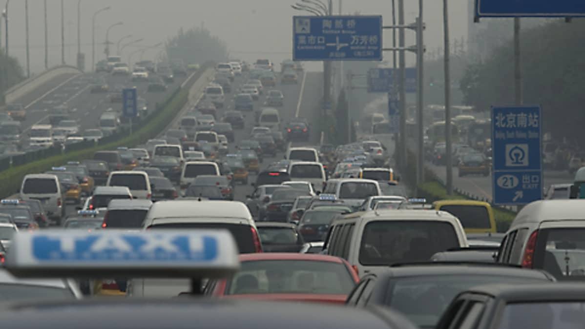 Liikenneruuhka Pekingin kehätiellä