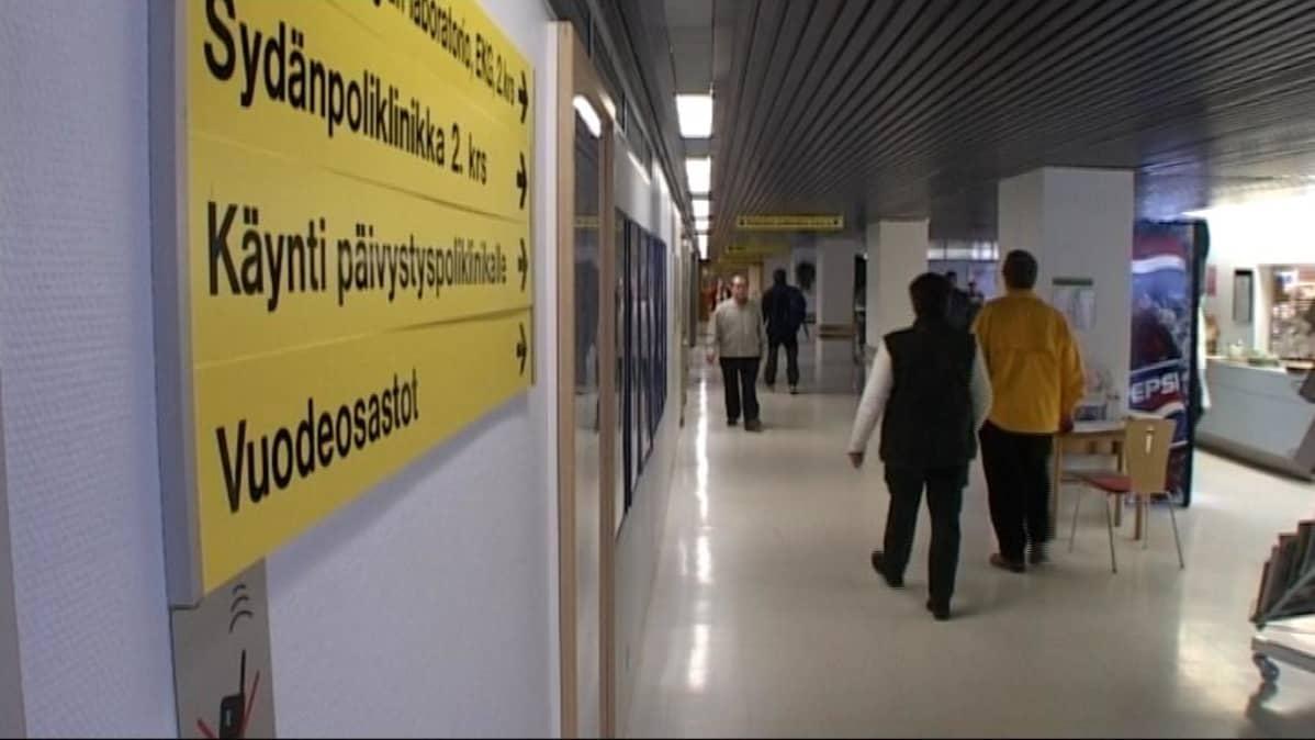 Päijät-Hämeen keskussairaalan käytävä.